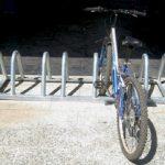 Instalación de horquillas para el estacionamiento de bicicletas en una Comunidad de Propietarios.